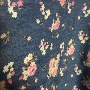 Levi's Tops - Levi 's Sleeveless Tie-bottom Floral Shirt
